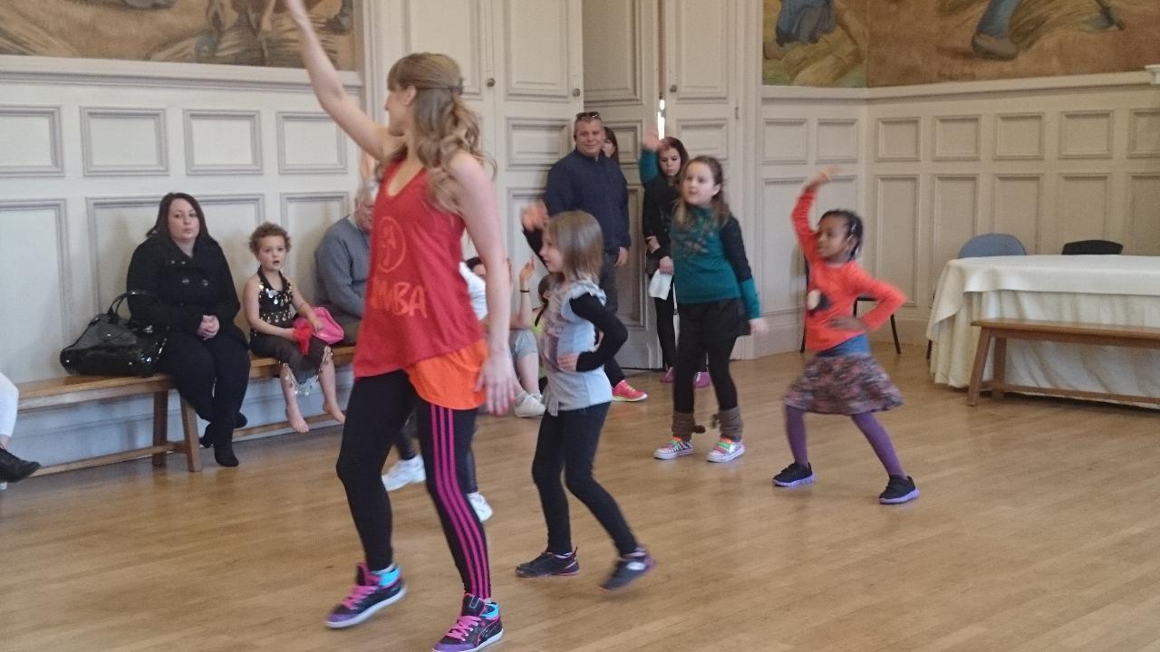 Zumba Kids téléthon 2014 Mairie d'Etrepagny
